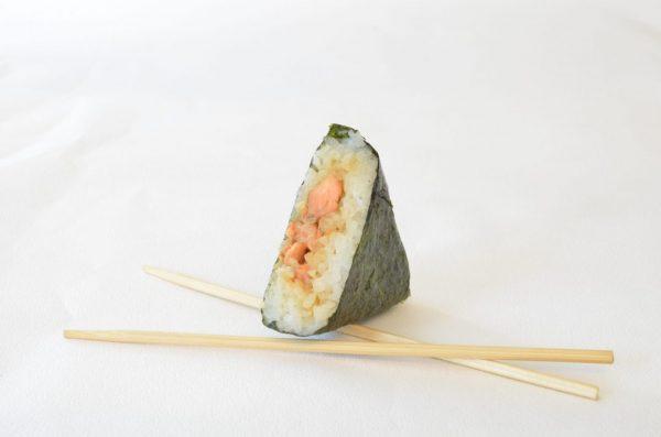 Pas besoin de baguettes pour déguster nos onigiris