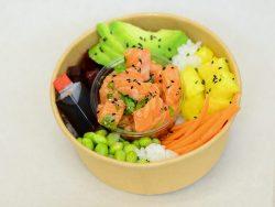 Gros plan sur le Poke Bowl Saumon Sesame