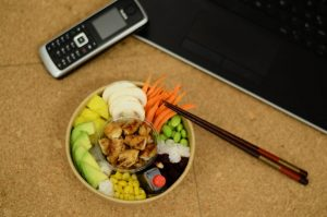 Poke bowl en déjeuner d'entreprise