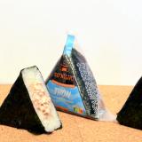 L'onigiri au thon et sa mayonnaise au wasabi