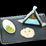 Présentation de l'onigiri au thon