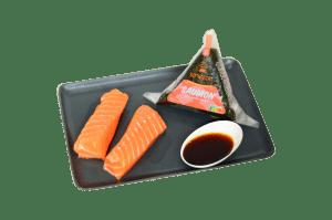 résentation d'un onigiri au saumon